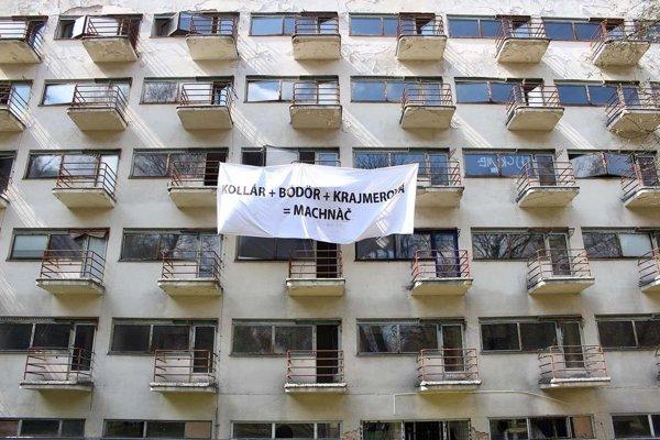 The Machnáč sanatorium with the latest banners.