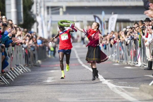 Nelson Cherutich, the winner of Devín - Bratislava 2018 run receives his laurel.