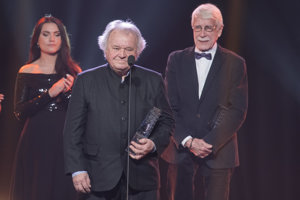 Viliam Gruska (C) a Roman Rjachovský (R) with the special contribution to Slovak cinematography award.