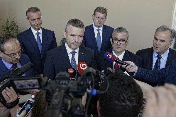 Slovak Prime Minister Peter Pellegrini (third left) and USSK President Scott Buckiso (second right)