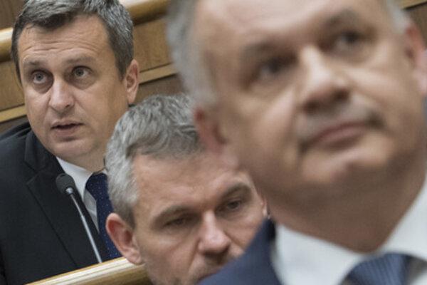 L-R: Speaker of Parliament Andrej Danko, MP Peter Pelelgrini and President Andrej Kiska, in parliament on June 13.