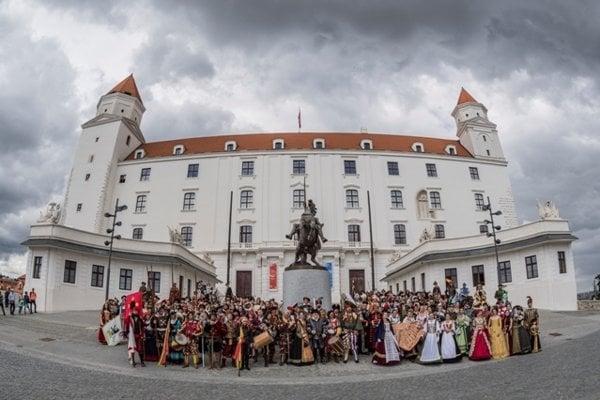The commemorative coronation procession of Maximilian II, June 24, 2018, starting at Bratislava Castle.