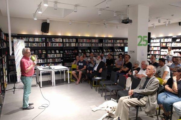 Psychologist Péter Hunčík speaking.