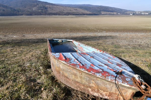 Abandoned dinghy in Domaša.