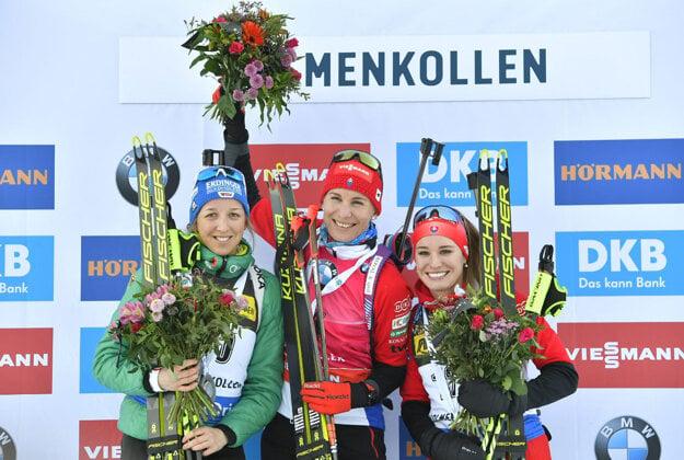 Anastasia Kuzmina in the middle and Paulína Fialková on the right
