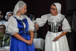 Folk costumes in Brezová pod Bradlom. The costume on the left was worn by girls, the other on the right was worn by women.