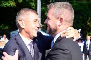 Czech PM Andrej Babiš (l) and Slovak PM Peter Pellegrini (r)