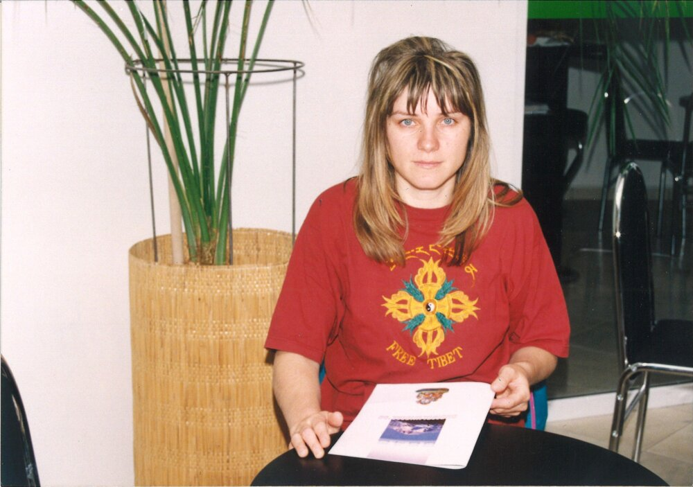 Jana Plulíková wears a Free Tibet t-shirt in 1998