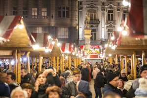 The Christmas market on the Main Square.