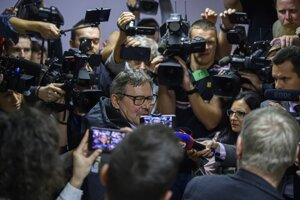 Journalists talk to a father of murdered journalist Ján Kuciak.