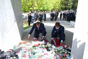 Speaker of Parliament Boris Kollár (l) and PM Igor Matovič (r) laid wreaths at the Háj-Nicovô memorial in Liptovský Mikuláš.