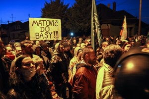 The far-right ĽSNS organised a protest in front of PM Igor Matovič's house in Trnava.