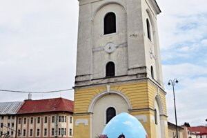 WEEK 13: A giant Easter egg is exhibited in the town of Brezno ahead of the Easter holidays.