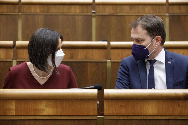 Justice Minister Mária Kolíková (Za Ľudí) and Finance Minister Igor Matovič (OĽaNO) during the opposition-initiated parliamentary session on ousting Kolíková as minister.