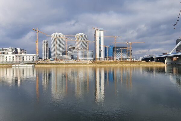 The Danube embankment is growing with new constructions.