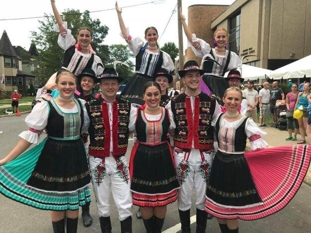 The Detroit-based folk ensemble Šarišan.