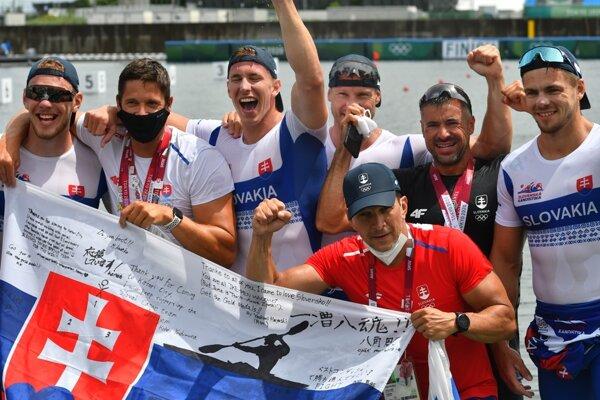The Slovak men's K4 team celebrates bronze.