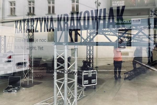 Katarzyna Krakowiak's latest artwork is installed in the Kunsthalle space in Bratislava.