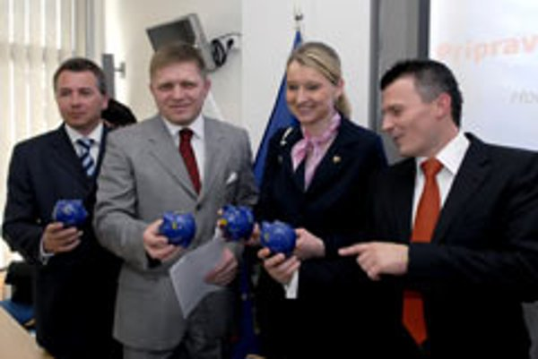 Clutching their euro-piggy banks, PM Robert Fico (second left), Finance Minister Ján Počiatek (far right) and Cabinet Appointee on the Euro Igor Barát welcomed the European Commission's decision to back Slovakia's entry into the eurozone.
