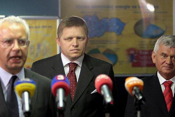 SE head Paolo Ruzzini (from left), PM Robert Fico and Economy Minister Ľubomír Jahnátek.