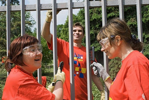 The volunteers painted the fence of the kindergarten for challenged children.