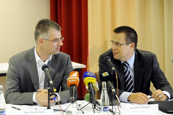 Martin Šimun, the head of Dôvera's board of directors (left) and Albert Šmajda, Apollo's president, announced the merger plans