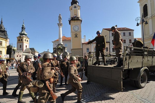 The recruitment of soldiers for the Slovak National Uprising is re-enacted in Banská Bystrica.