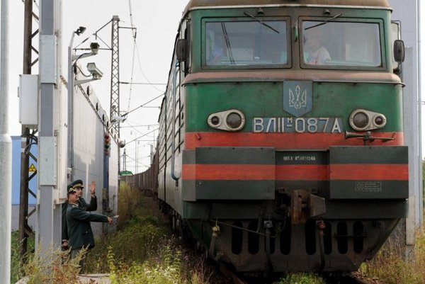 A Ukrainian train passes though the x-ray scanner at Maťovce.