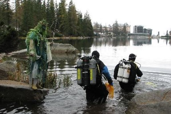 During a festival of environmental films, divers cleaned Slovakia's unique mountain lake.
