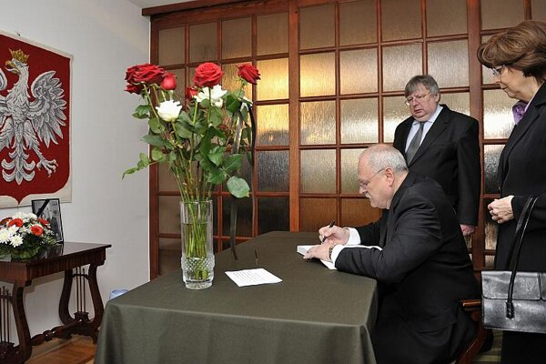 President Gašparovič writes in the book of condolences.