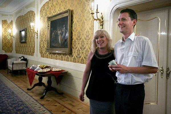 PM Iveta Radičová with her new spokesperson, Rado Baťo.