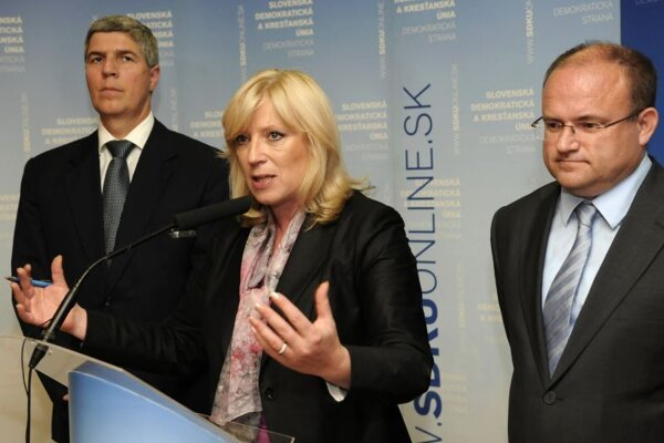 Radičová has not fully backed two ministers' tax plans.