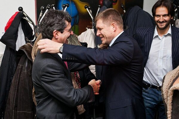 Milan Ftáčnik (left), pictured here being congratulated by Smer leader Robert Fico, ran as an independent.