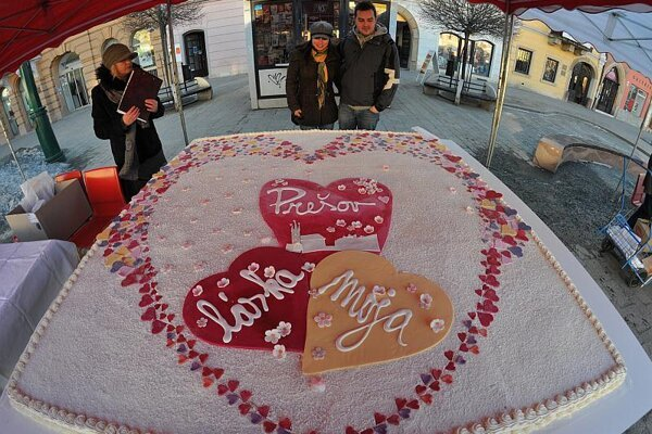 The mother of all Valentine cakes.