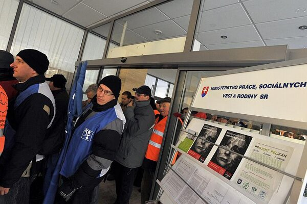 Queues remain long at Slovakia's labour offices.