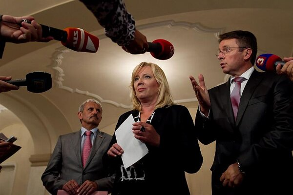 Iveta Radičová's government looks for support.