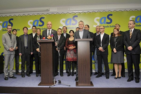 SaS MPs lined up to express their united opposition to the eurozone bailout schemes.