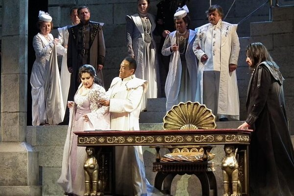The opening performance of Otello.
