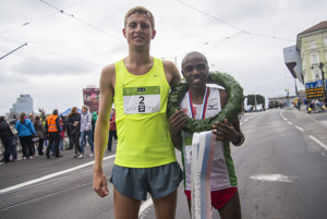 Silver (L, Hungarian László Gregor) and gold (Joel Maina Mwangi, Kebya) medal holders.