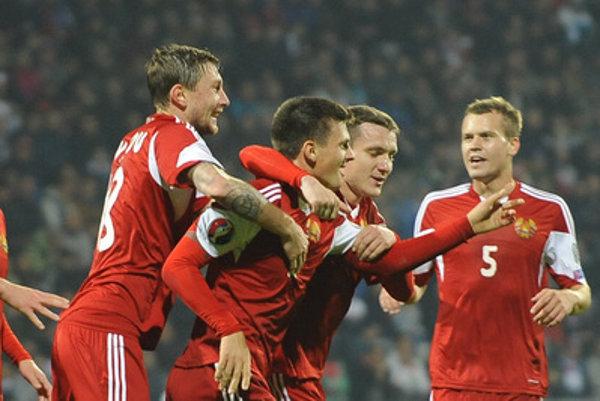 Belorussian goal-scorer Dragun (2L) rejoices.