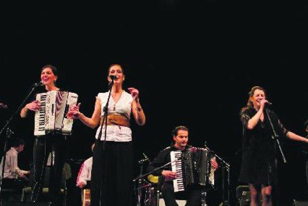 Guests Anita Ribar (second left) and Miroslav Vuković among members of Pressburger Klezmer Band.