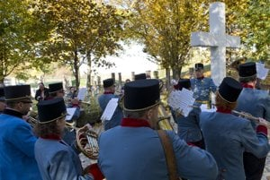 WWI commemorative ceremony, military orchestra