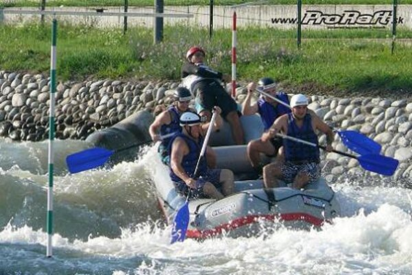 The white-water Divoká voda area in Čunovo offers rafting trip under the guidance of experienced instructors