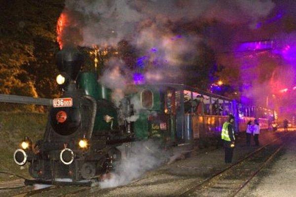 Night of Lights, steam engine.