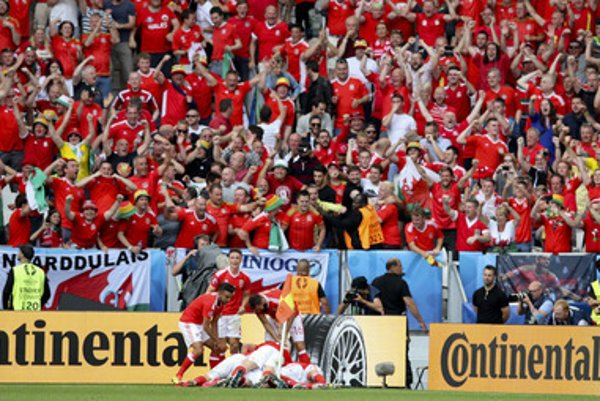Wales players celebrate after Hal Robson Kanu scored during the Euro 2016 Group B soccer match between Wales and Slovakia, at the Nouveau stadium in Bordeaux, France, Saturday, June 11, 2016.