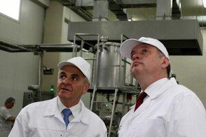Ján Lunter (l) and President Andrej Kiska (r)