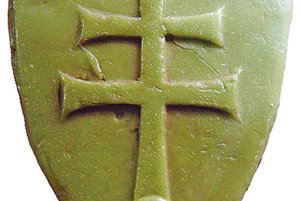 Double-cross for the first time on three hills: emblem of King Václava Ladislaus from 1301 – 1305.