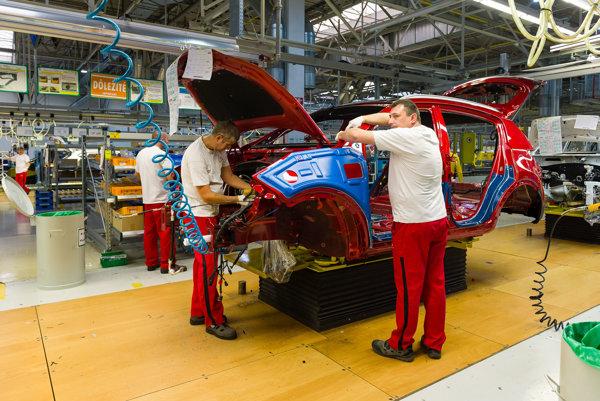 Car manufacturing in Kia Motors Slovakai in Teplička nad Váhom.