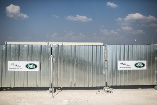 Tha Jaguar Land Rover draws also other investors to Nitra.