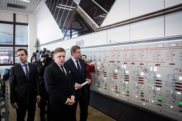 Prime Minister Robert Fico arrived in person at the Gabčíkovo hydropower plant on March 9 to announce that the state was taking over control of the facility.